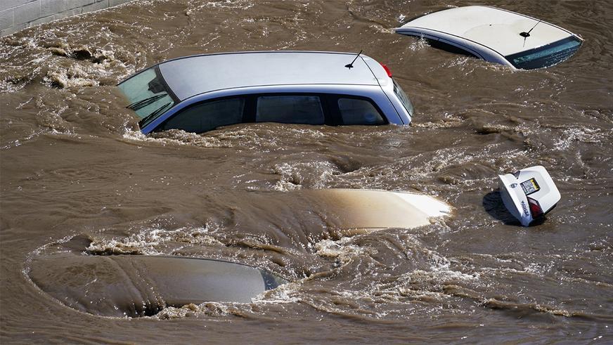 В Нью-Йорке под толщей воды оказались дороги и станции метро