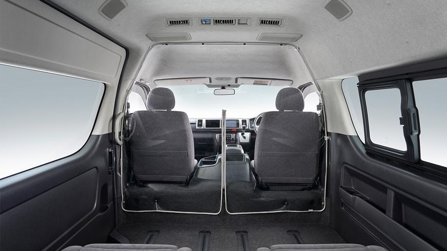 Toyota снабдила Hiace антиковидным экраном