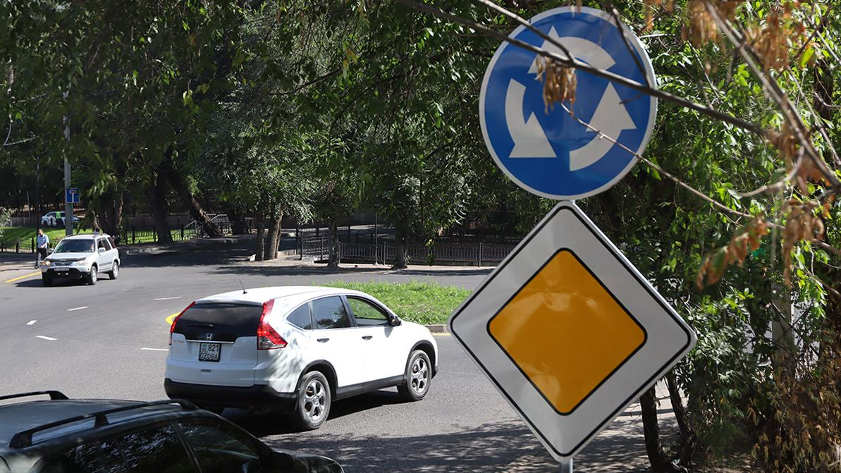 Новая ловушка на лишение прав: кольцо на ул. Макатаева в Алматы