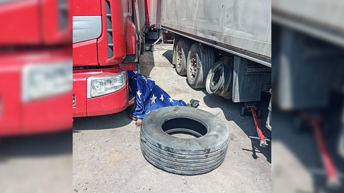 Грузовая шина взорвалась и убила работника шиномонтажа в Павлодаре