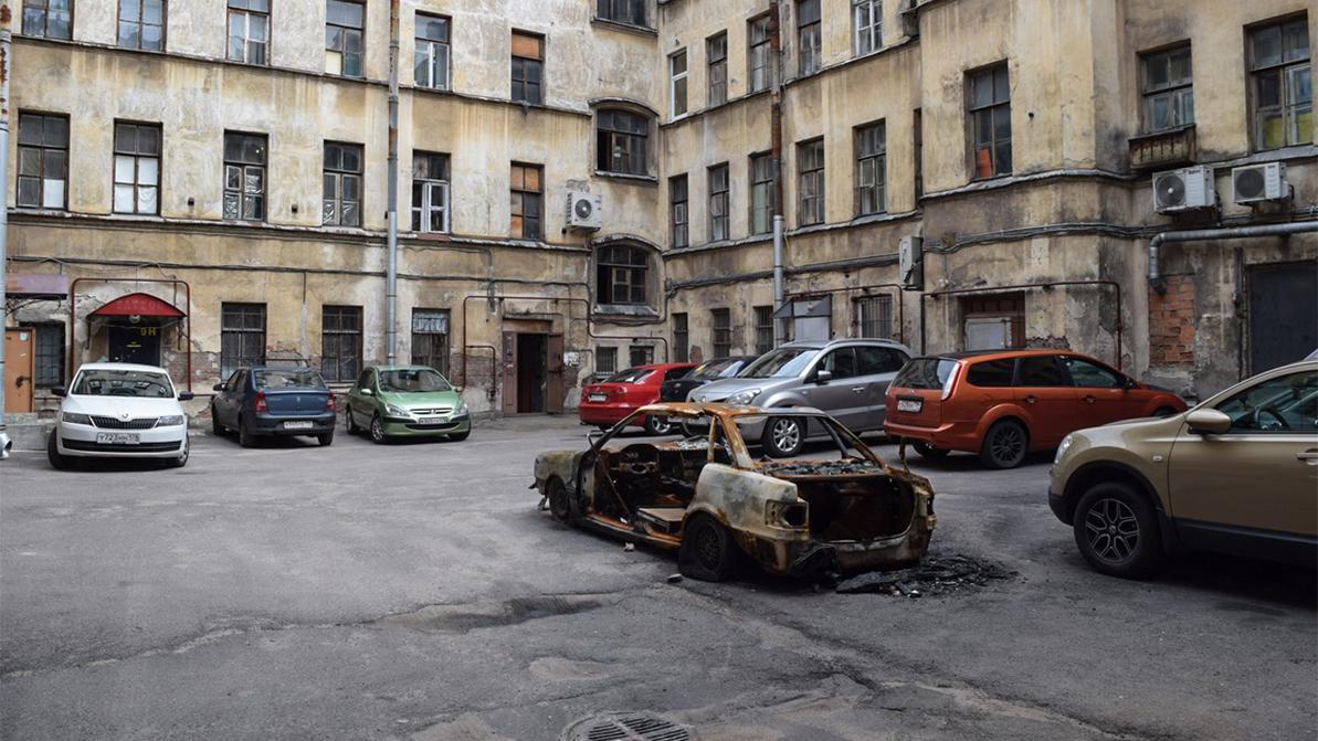В России за неправильную парковку во дворах стали автоматически штрафовать