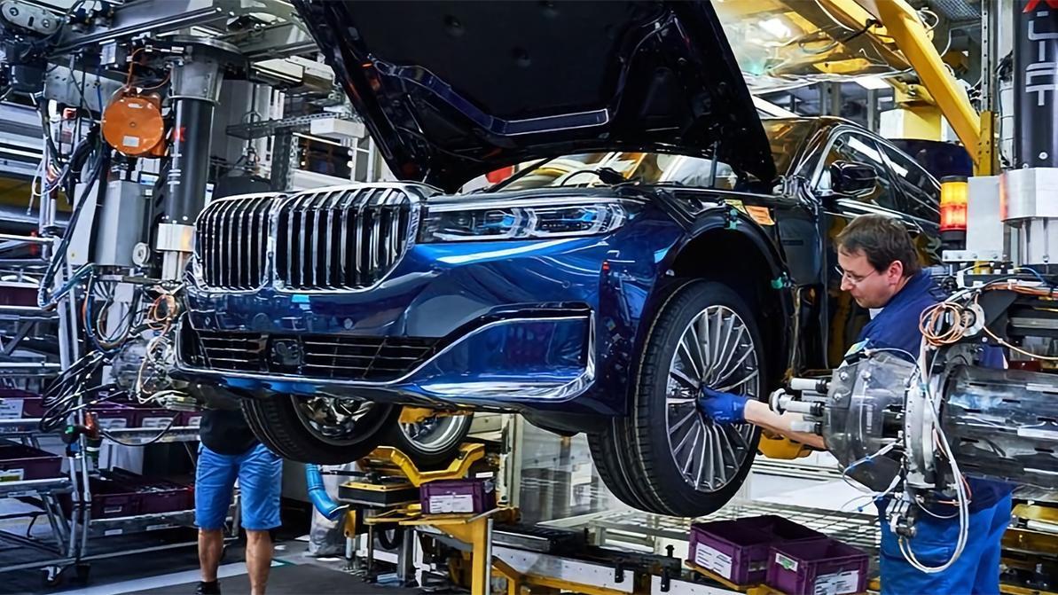 Нового завода BMW в России не будет