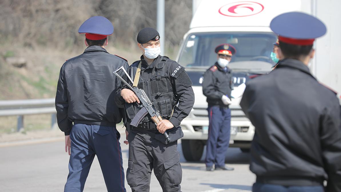 Машину замначальника ДП Алматинской области обстреляли на трассе