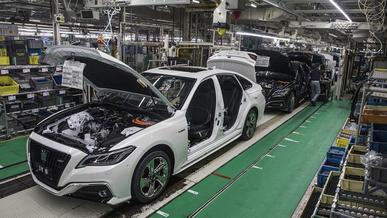Toyota урежет производство на 40 %, АВТОВАЗ распустит рабочих по домам