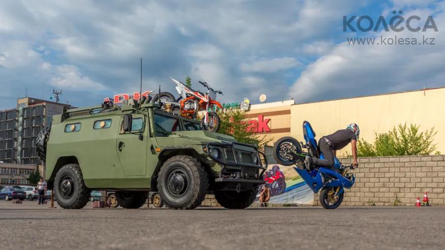 Очень дорогие автомобили с механикой на Kolesa.kz