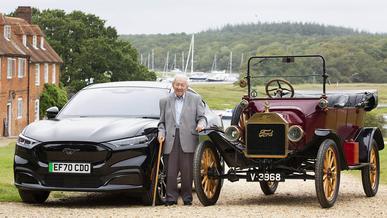 Водитель с 85-летним стажем всю жизнь ездил на «фордах»