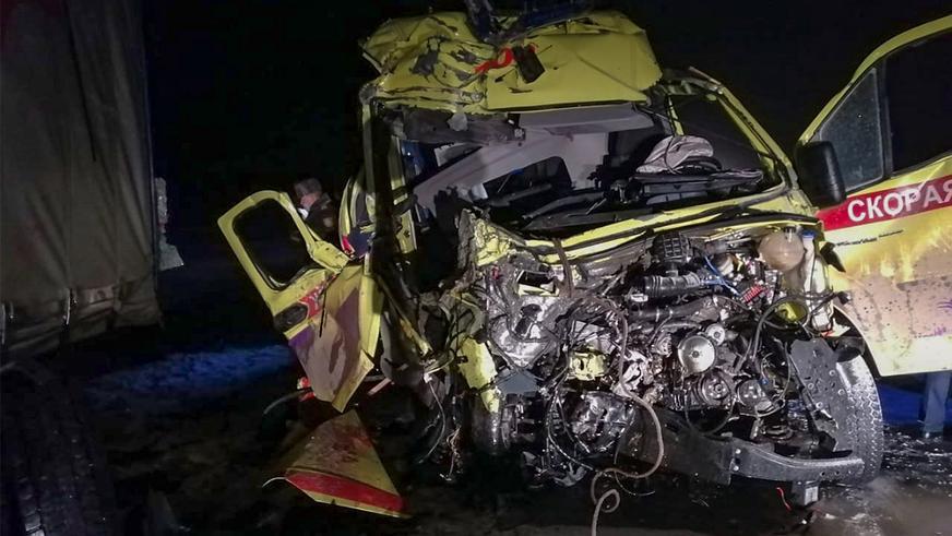 Сотрудники скорой помощи погибли на трассе в ВКО