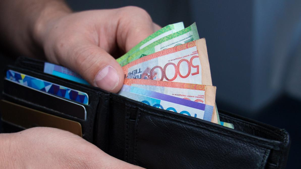 Почти 11 млн тенге задолжал алматинец по налогу на транспорт