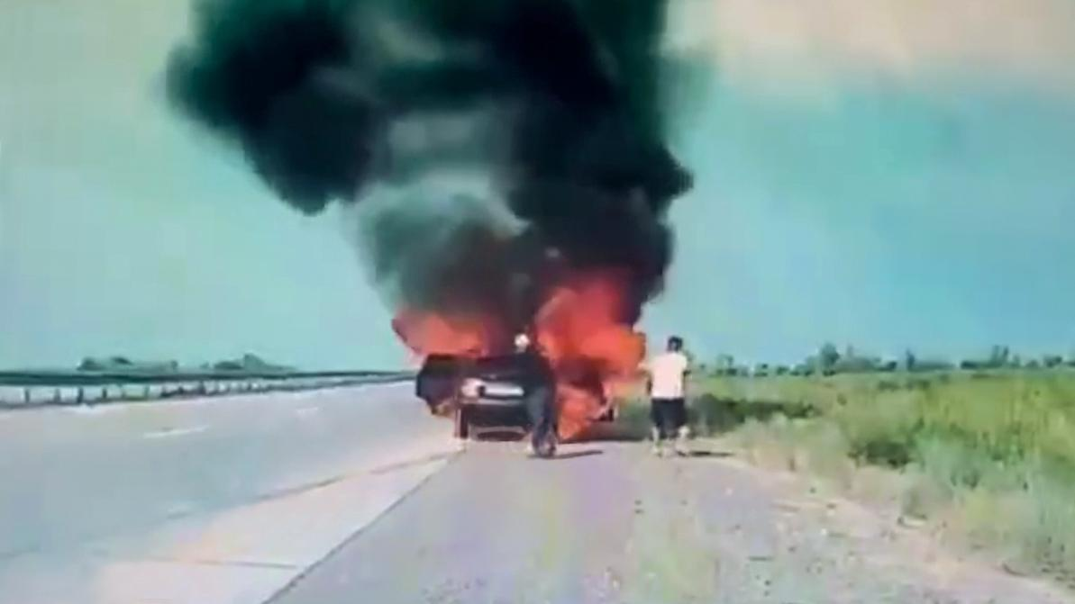 Daewoo Nexia вспыхнула на ходу. Выбраться успел только водитель