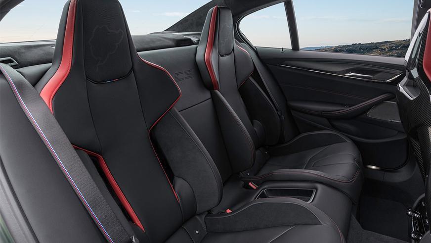 BMW M5 представила официально заряженную версию CS