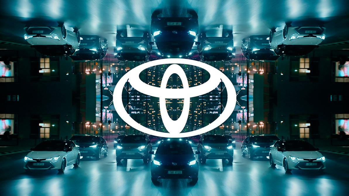 Toyota упростила свой логотип