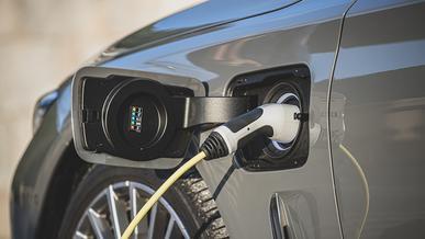 BMW запретила заряжать свои гибриды до 100 %