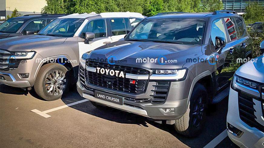 Toyota Land Cruiser 300 в версии GR Sport заметили в России