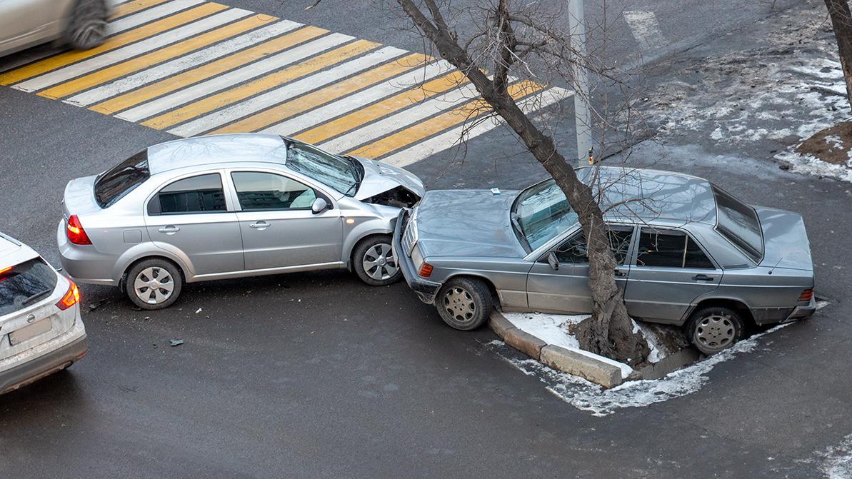 Nexia R3 и «190-й» столкнулись на Гагарина в Алматы