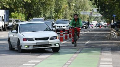Следить за нарушениями самокатчиков и велосипедистов с помощью «сергеков» могут начать в Алматы
