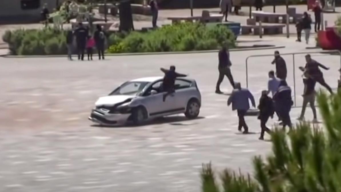 Видео дня: как остановить неадекватного водителя