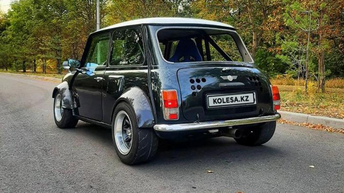 Интересные машины на Kolesa.kz: от Mini до бронированного гелика