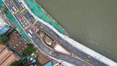 Трассу построили вокруг маленького частного дома в Китае