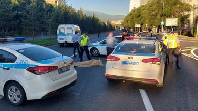 Мотоциклист насмерть сбил велосипедиста в Алматы и сбежал
