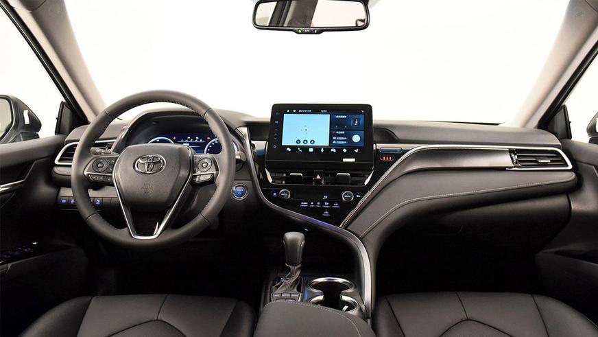 Китайская Toyota Camry XV70 оказалась круче остальных