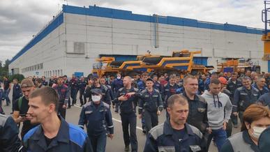 На заводе БелАЗ забастовка