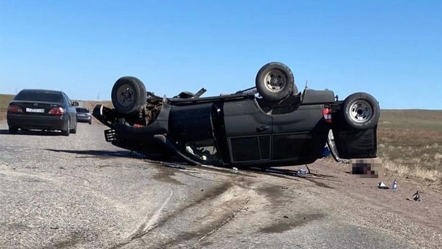 Четыре человека погибли в лобовом столкновении Mark II и Land Cruiser на трассе Капшагай — Баканас