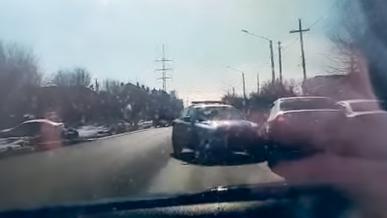 Чтобы остановить угонщика, полицейские пошли на таран