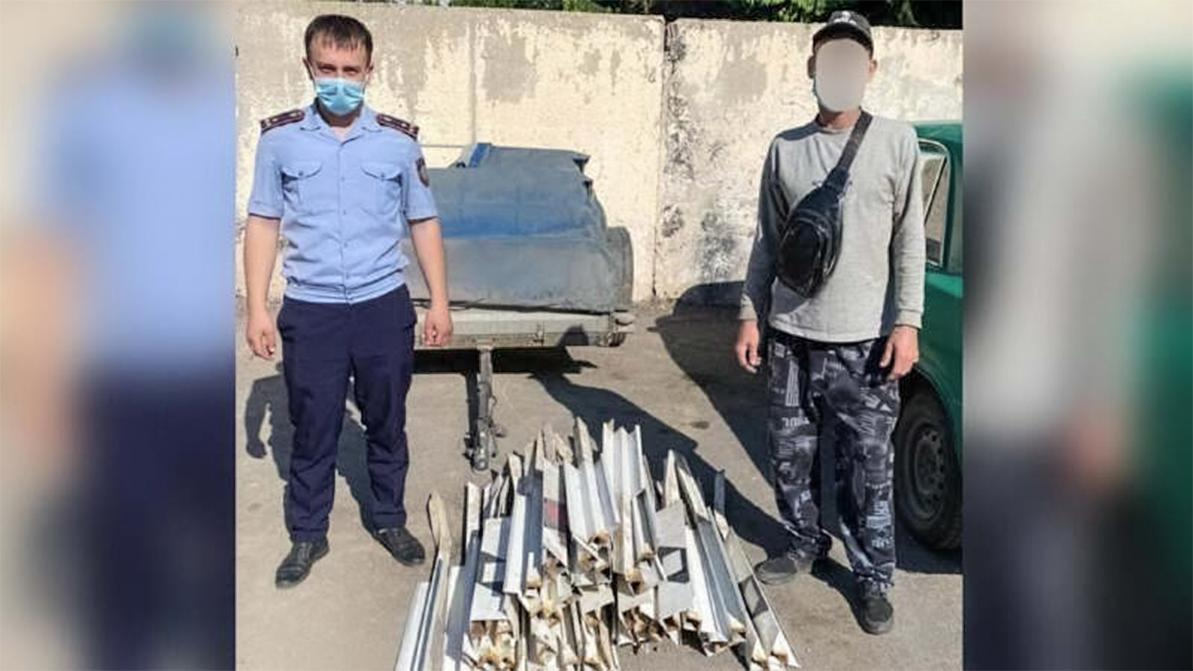 25 дорожных столбиков украл водитель в Алматинской области