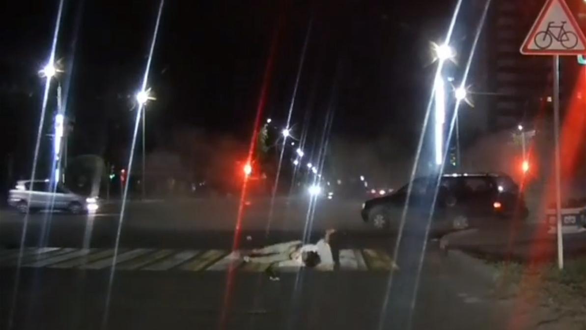 От удара женщину выбросило из салона. Массовое ДТП в Павлодаре