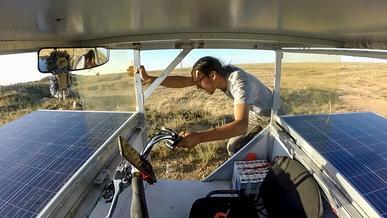 Казахстанские дороги отправили солнцемобиль в нокдаун