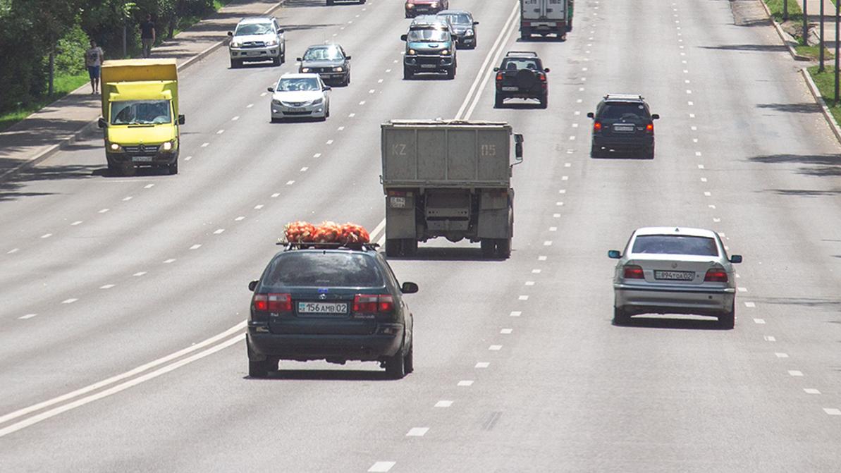 Когда грузовикам можно заезжать в крайний левый ряд?