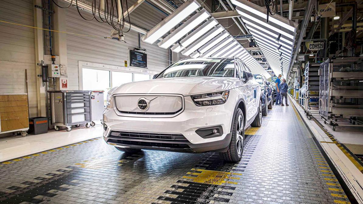 Электромобилям Volvo рекомендуются всесезонки