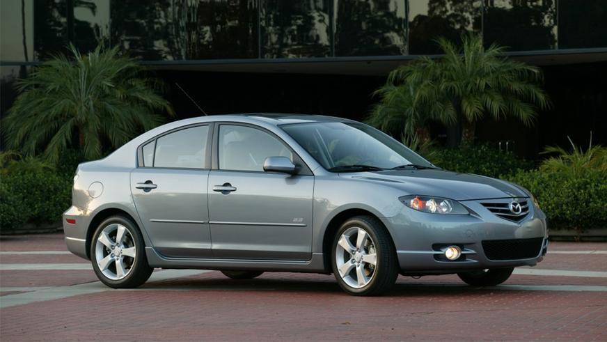 Mazda отзывает 260 тысяч старых «троек» из-за значка на руле