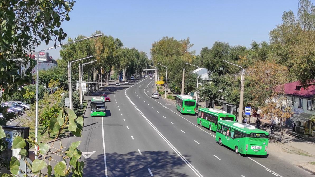 На пять дней частично перекрыли в Алматы участок проспекта Суюнбая