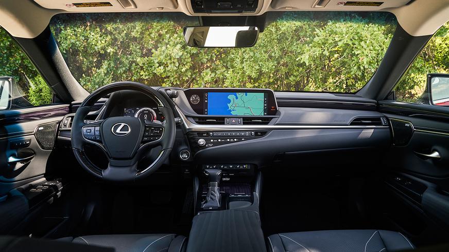 Lexus ES получил полный привод
