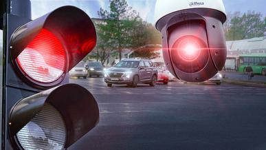 «Помогайка»: «Сергек» сфоткал задний номер на стоянке, но… не посчитал нарушением проезд на красный. Это как?