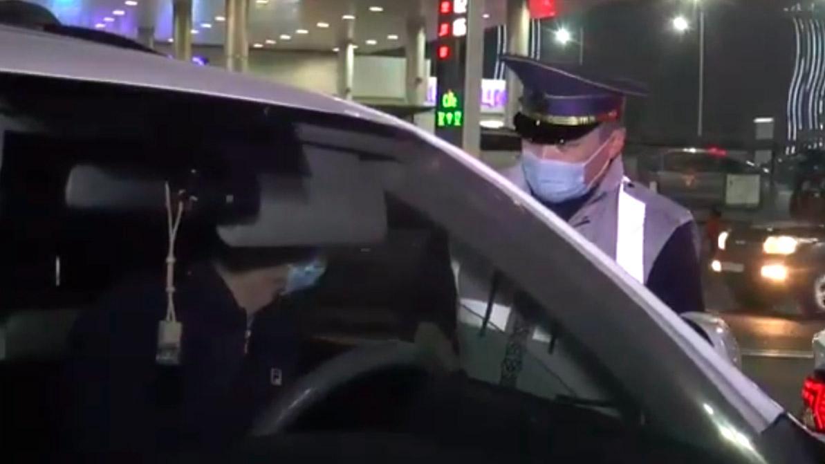 На должников по штрафам охотятся в Алматы