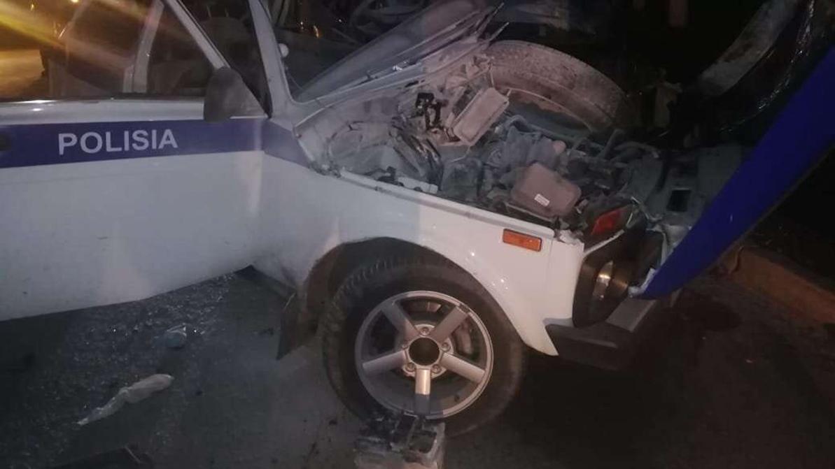 Lexus протаранил патрульную Lada 4x4. Погибли двое полицейских