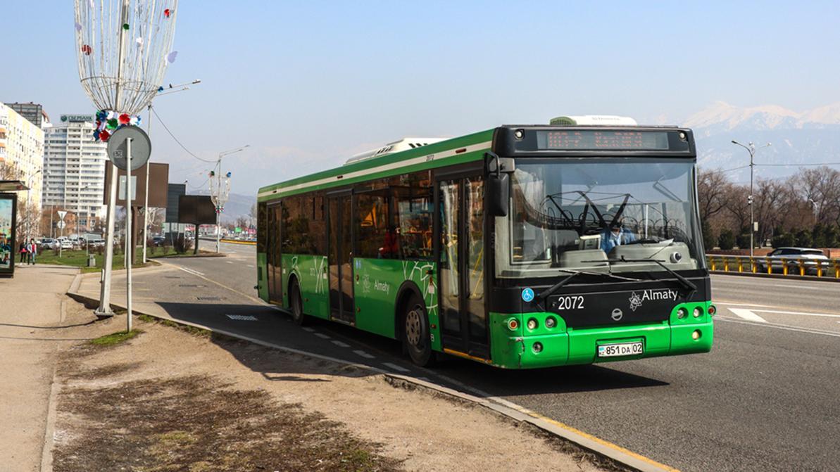 По выходным в красных зонах Казахстана не будут ходить автобусы и работать авторынки