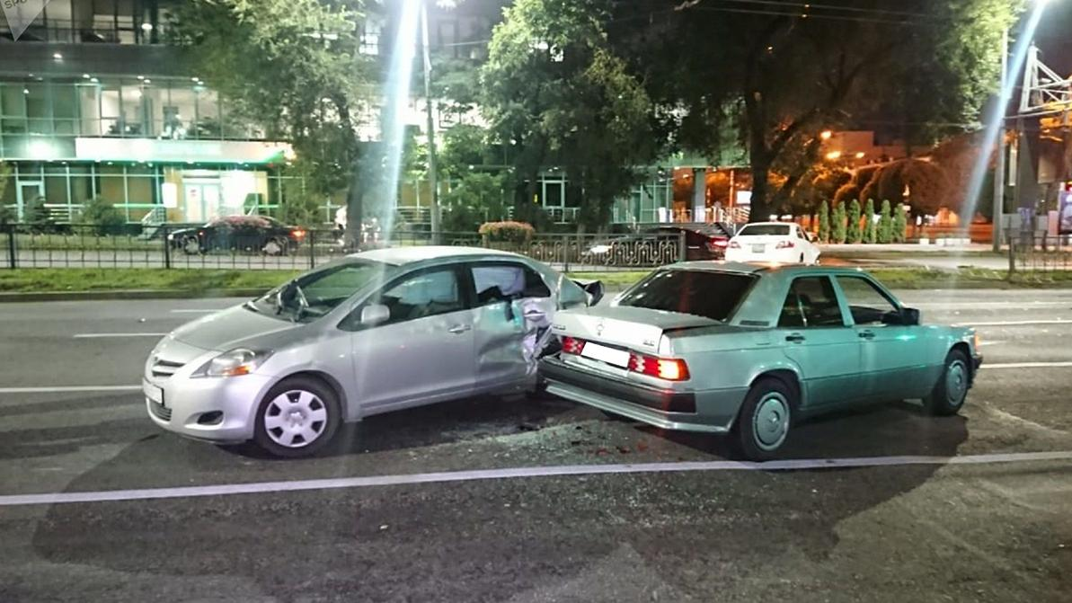 Пять автомобилей столкнулись на Абая в Алматы