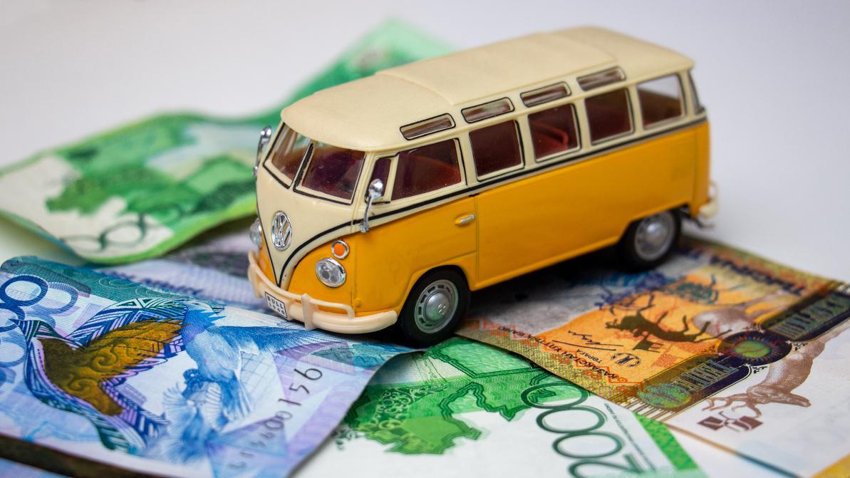 Почти каждый пятый автовладелец в Алматы имеет задолженность по налогу на транспорт