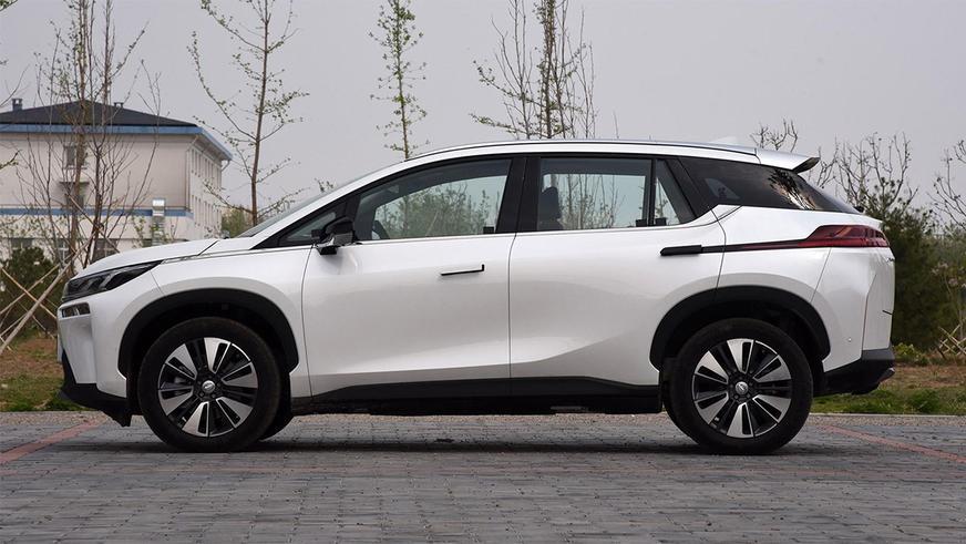 Китайцы сократили время зарядки электромобиля, как на бензоколонке