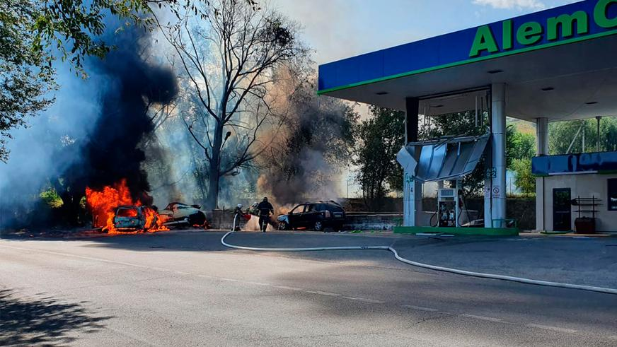 Land Cruiser Prado протаранил газовую заправку в Есике