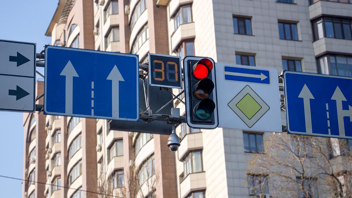 Дорожных знаков и светофоров не хватает в Казахстане