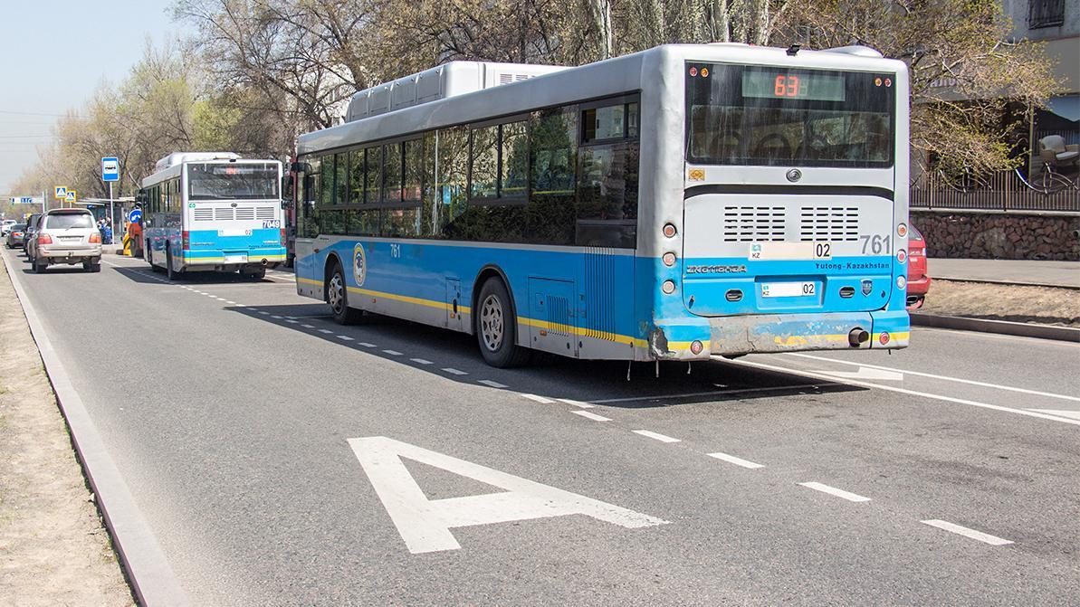 Водителей автобусов в Алматы штрафовали за… езду по выделенке