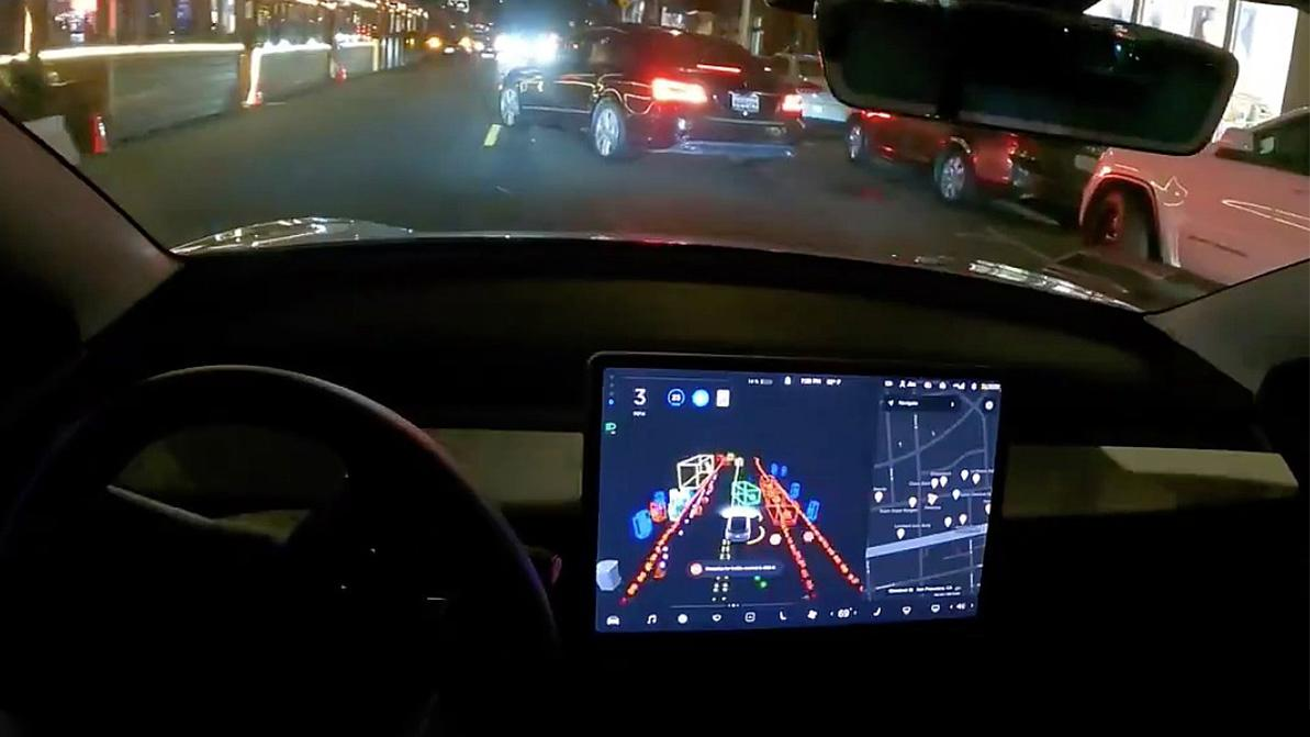 Автопилот Tesla в условиях ночного города