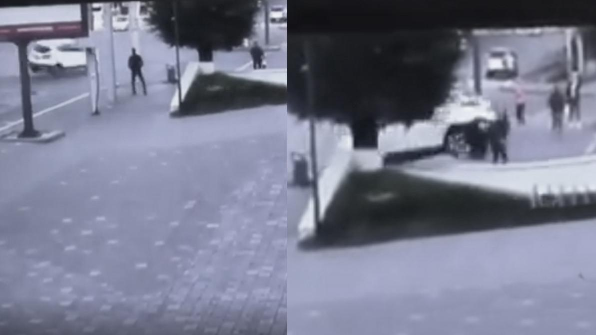 После ДТП кроссовер вылетел на тротуар и придавил пешехода