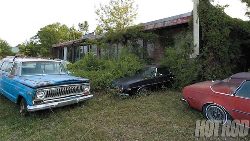 abandoned-dealership-3