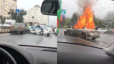 Горящий Nissan Primera протаранил полицейское авто в Алматы
