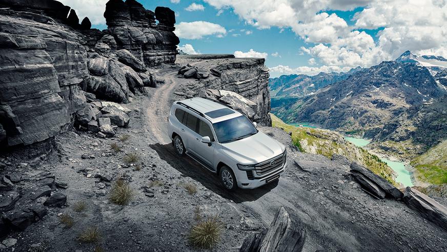 Премьера абсолютно нового Toyota Land Cruiser 300